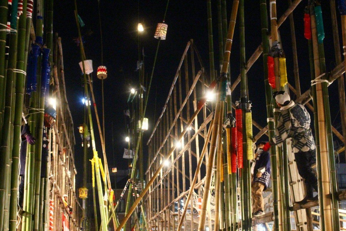 「古河提灯竿もみまつり」提灯が夜空を荒れ舞う奇祭|観光経済新聞