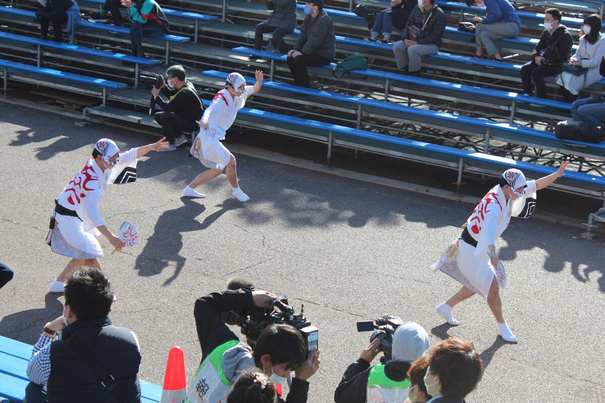 徳島県阿波踊り協会の男踊りによる流し踊り
