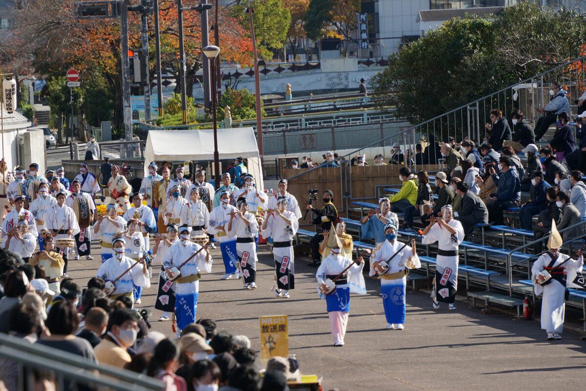 徳島県阿波踊り協会による流し踊り