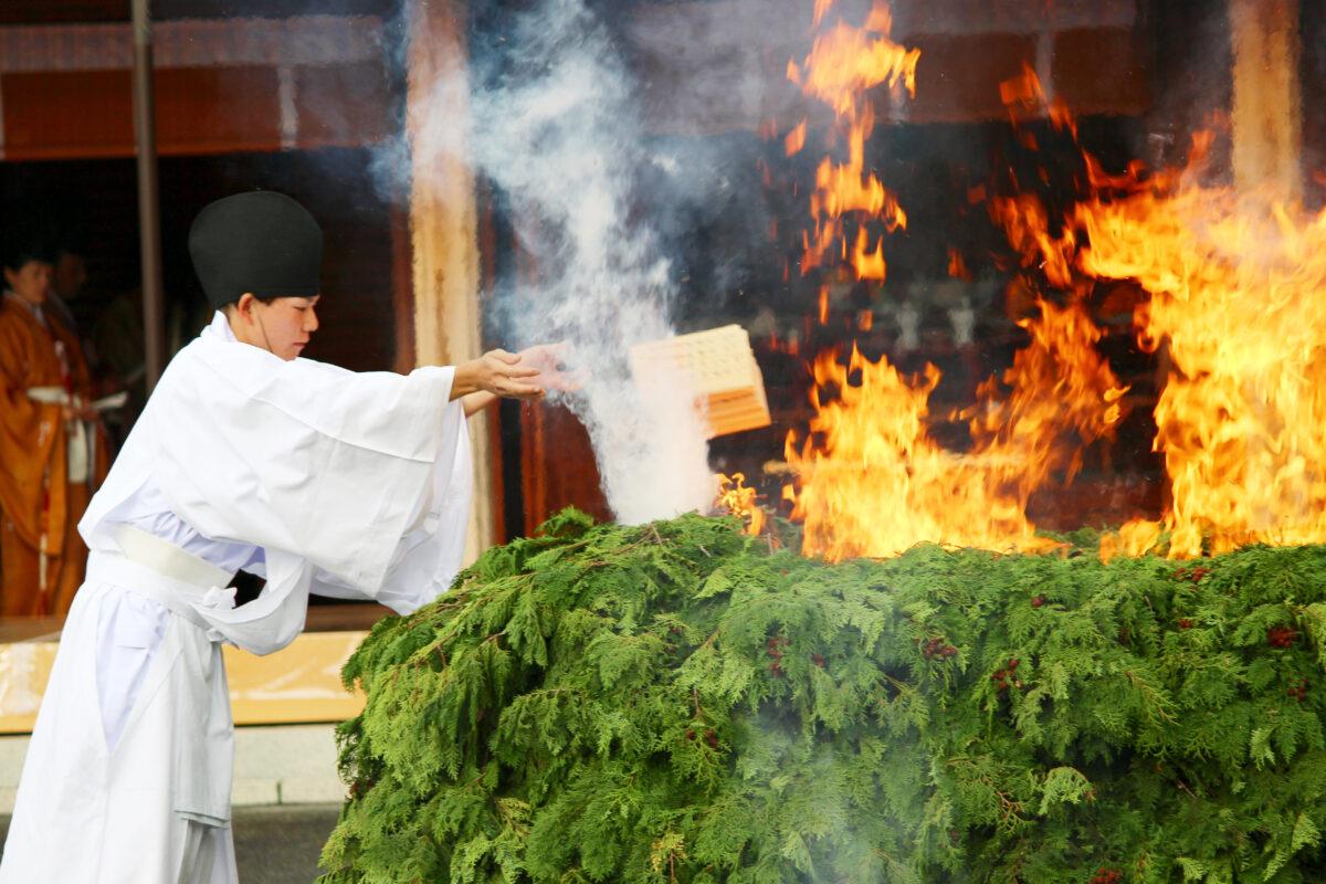 火焚祭ってなに?収穫に感謝し、災厄を祓う。11月に京都各地で行われる祭り