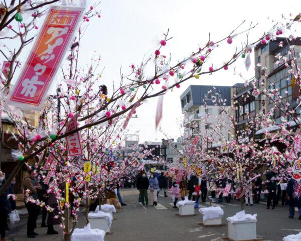 【大館アメッコ市】冬の秋田に咲く飴の花
