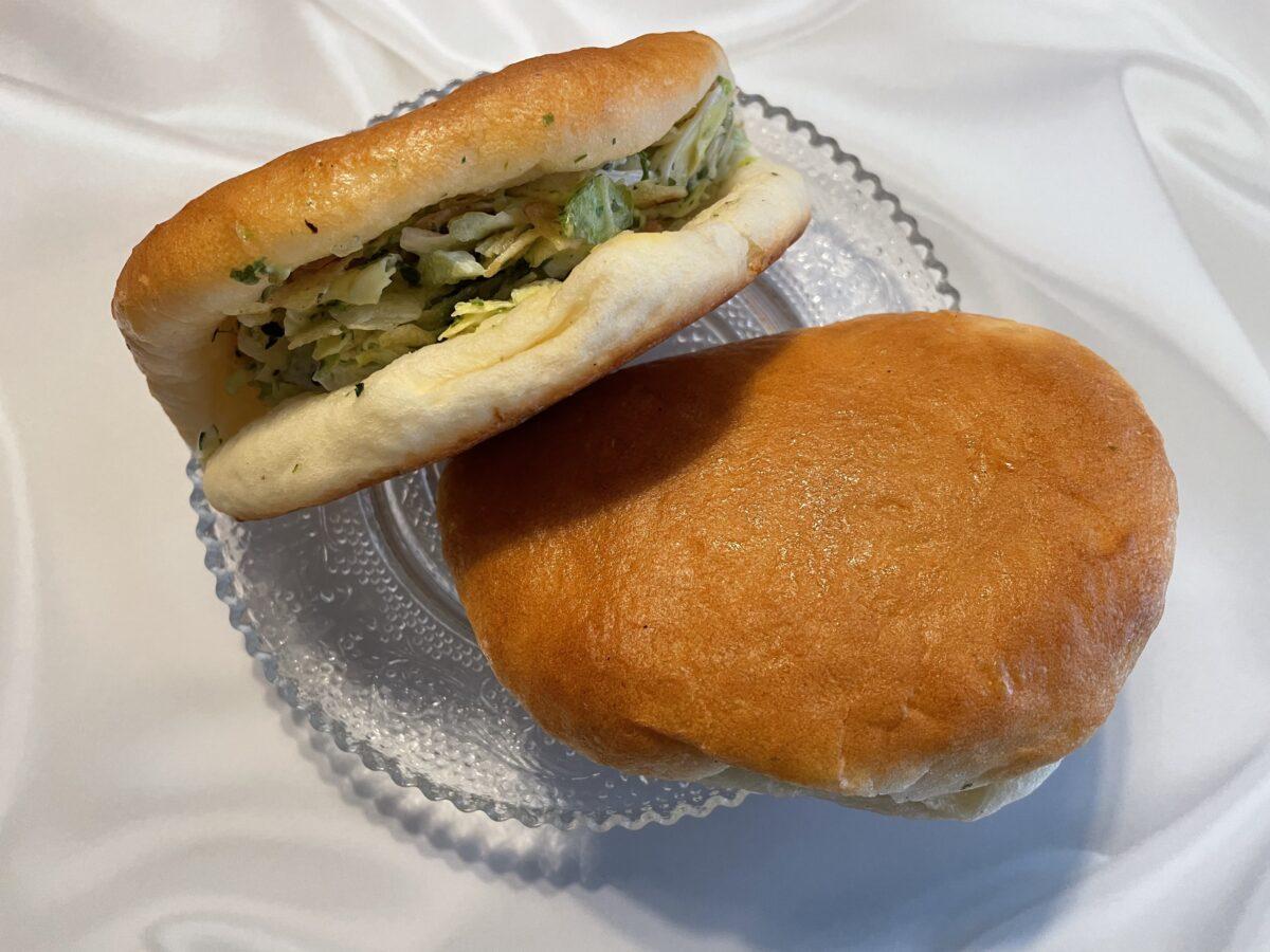 ケンミンショーで紹介された横須賀のご当地パンを実食!入っているのは…?