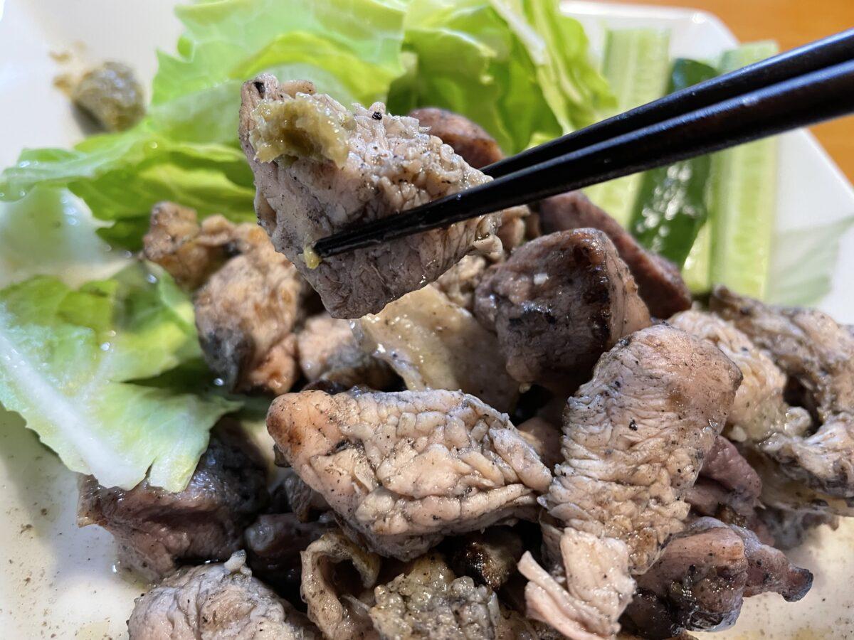 みやざき地頭鶏(じとっこ)を実食!真っ黒な焼き鳥の味は?