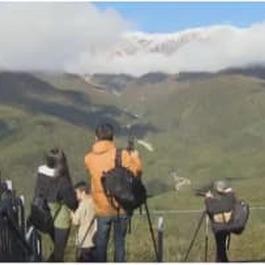 北アルプス 青空に映える『三段紅葉』 景色を目当てに多くの観光客