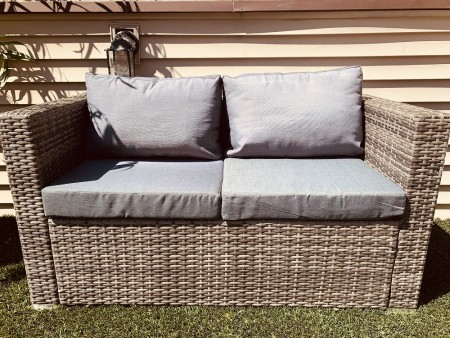 rent-patio-outdoor-loveseat-oak-park-1559070194.jpg