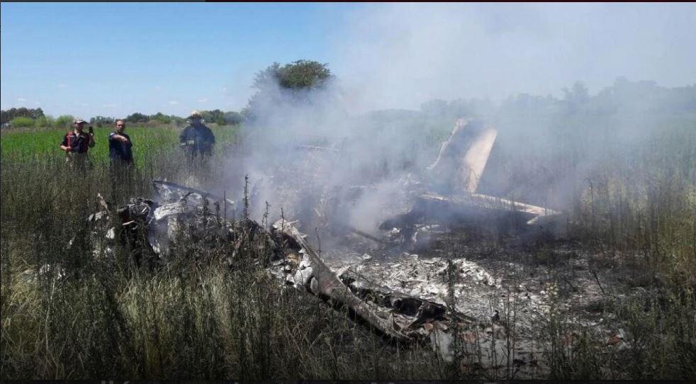 Cinco muertos al estrellarse una avioneta en Marcos Paz « Diario La ...