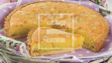 Crostata super frangipane con mandorle e confettura di albicocche