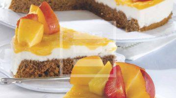 Torta con gelatina di pesche e frutta fresca: la ricetta illustrata