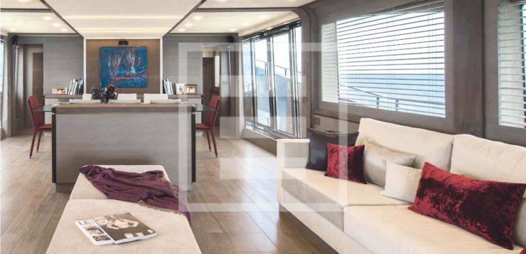 Monte Carlo Yachts MCY 105: equilibrio delle forme, proporzioni accurate e dinamismo delle linee realizzazno il family feeling della flotta di Monte Carlo Yachts