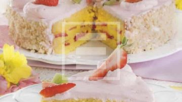 Torta farcita con crema e fragole ricetta