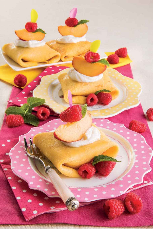 Fagottini di crêpes con gelato e frutta