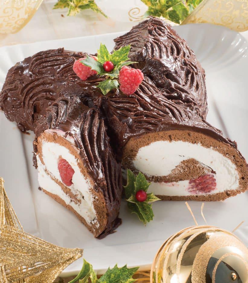 Torta Tronchetto Di Natale.Tronchetto Glassato Al Cioccolato Fondente Con Panna E Lamponi