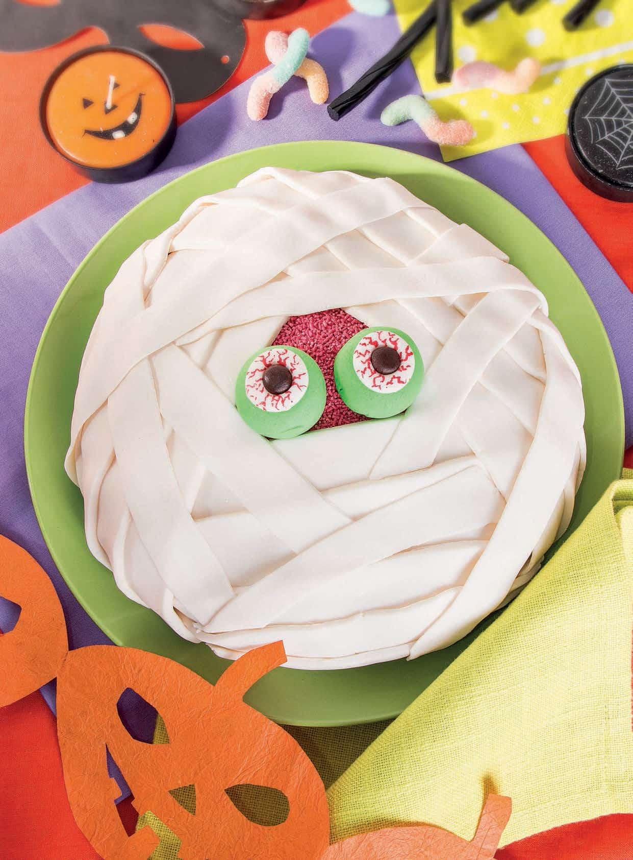 Speciale Halloween  torta della mummia 7545bb02ecc6
