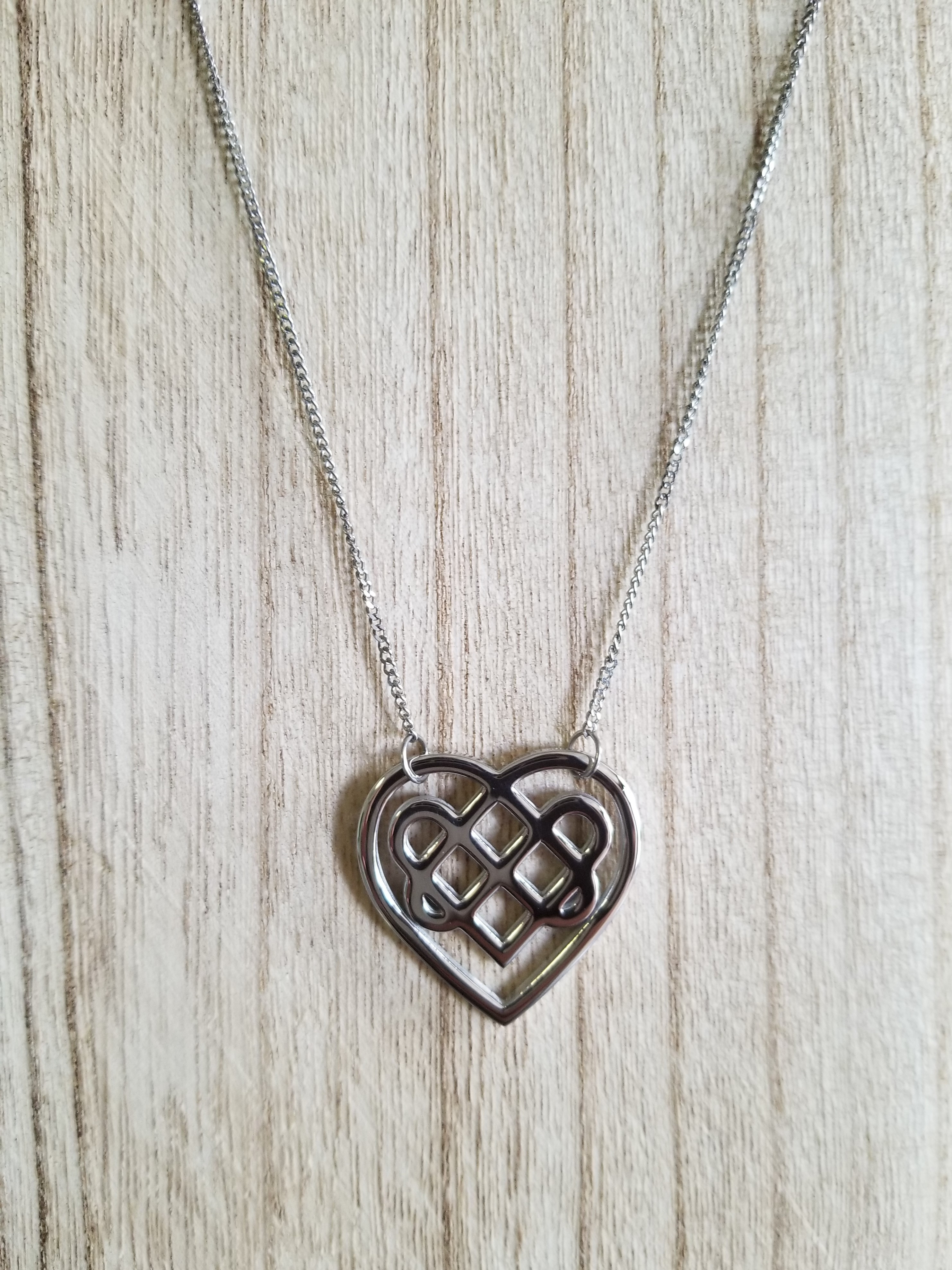 641b64f87d0cc STAINLESS STEEL CELTIC HEART WITH 18