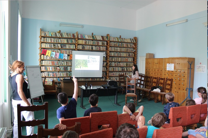 Amelia narrating The Magic Mango at a local library in her hometown to a group of very engaged children