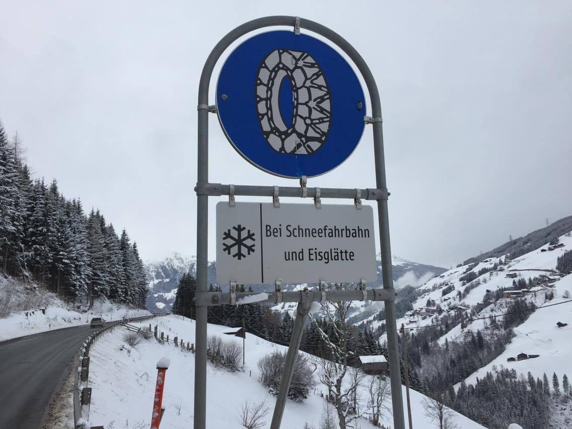 sneeuwkettingen_verplicht_verkeersbord.jpg