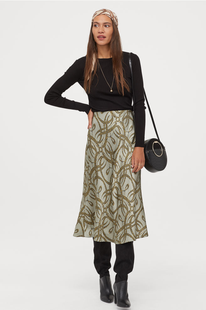 OOTD - How to Style your H&M-Patterned Satin Skirt - Light khaki green/patterned