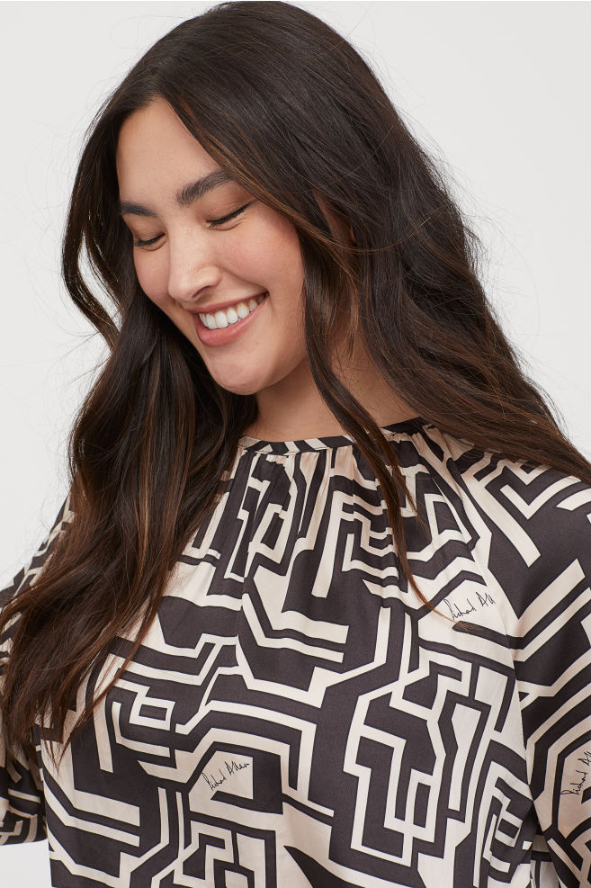 OOTD - How to Style your H&M-Patterned Satin Blouse - Light beige/patterned