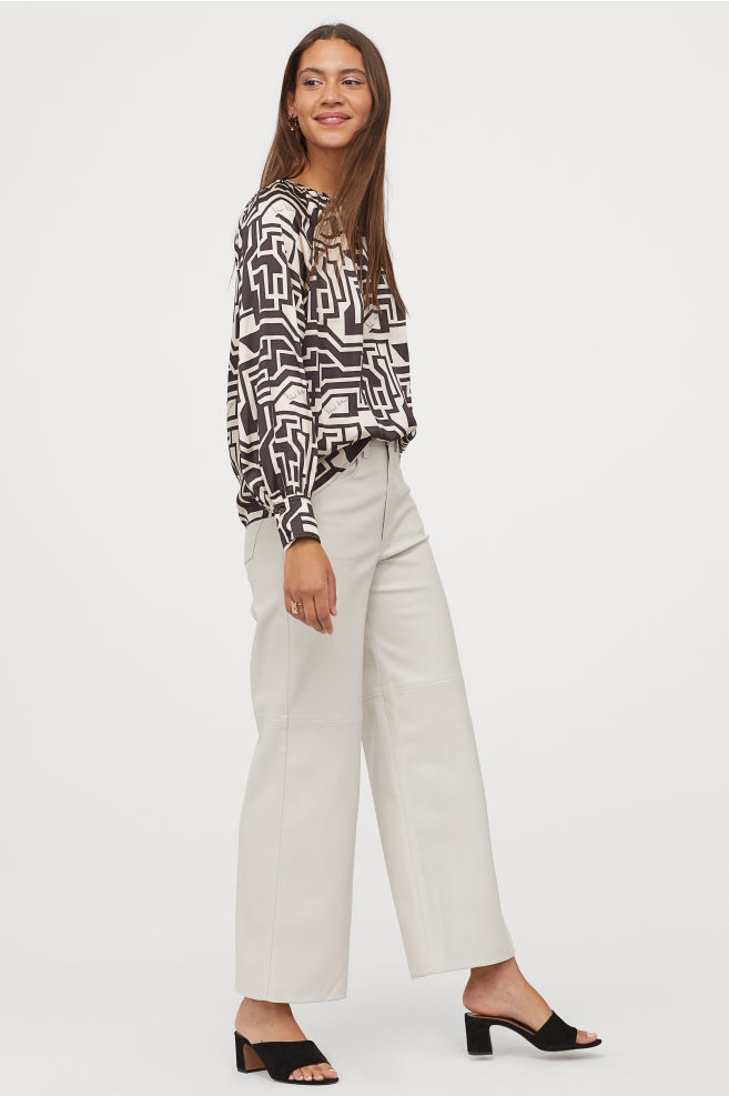 OOTD - How to Style your H&M-Patterned Satin Blouse - Light beige/black patterned