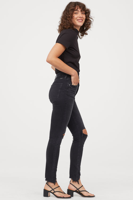 OOTD - How to Style your H&M-Embrace High Ankle Jeans - Black/trashed