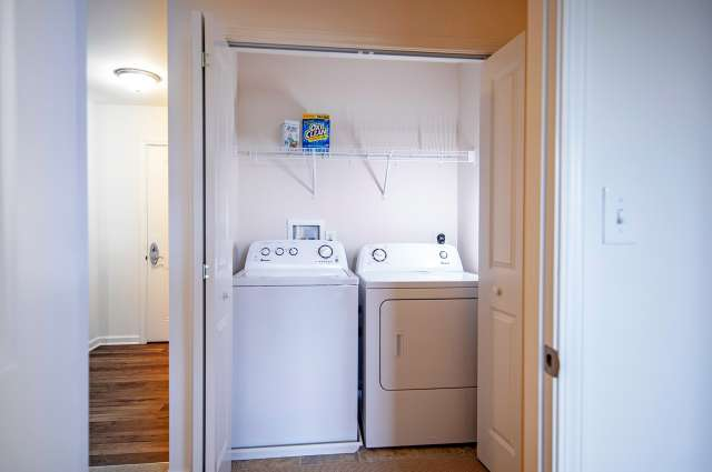 Summit At Glenwyck Apartment Laundry Area