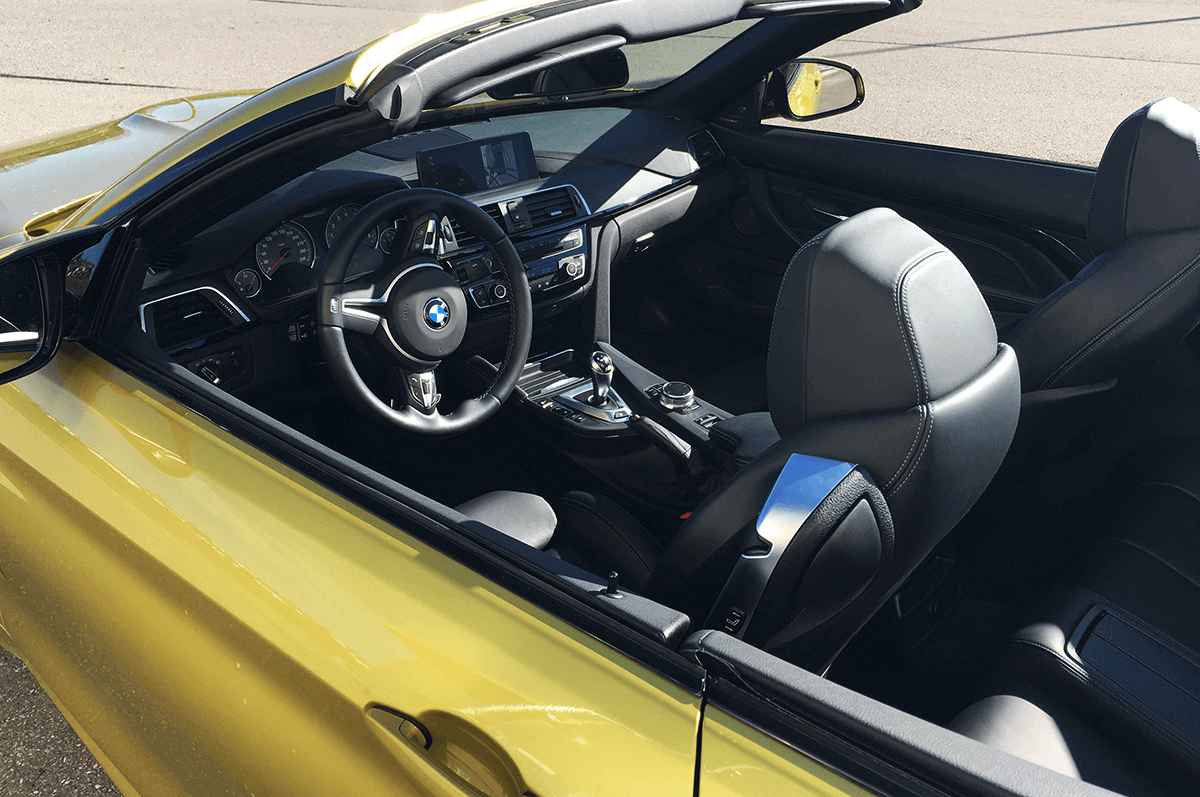 BMW M4 Competition Cabrio Facelift Cockpit