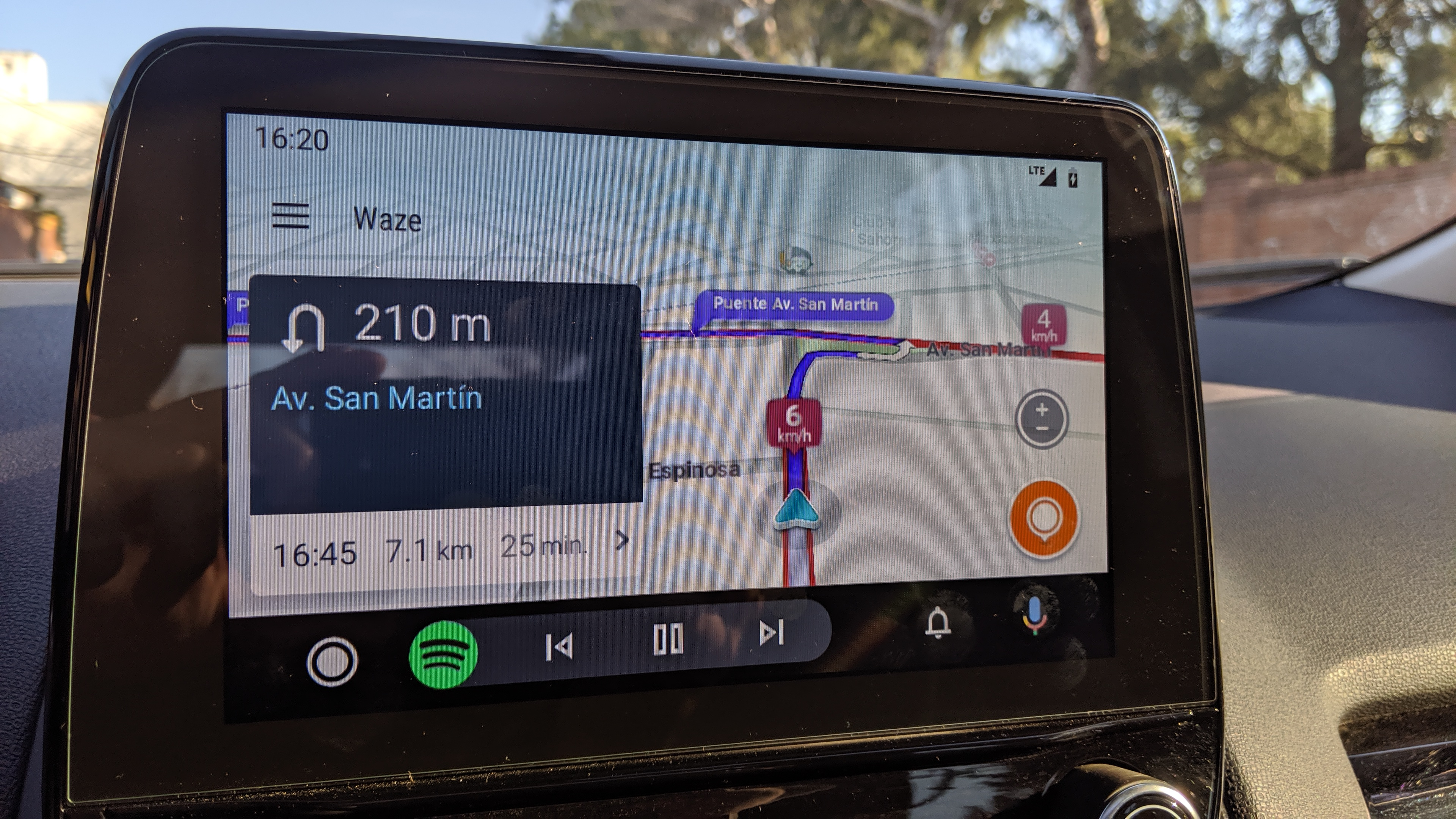 Top bar reducing tapeable area - Android Auto Help