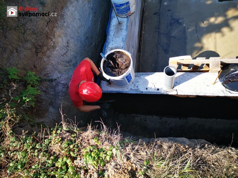 15. a 16. stavební týden – Dokončení vložek a výztuže stropu + hydroizolace ve sklepě