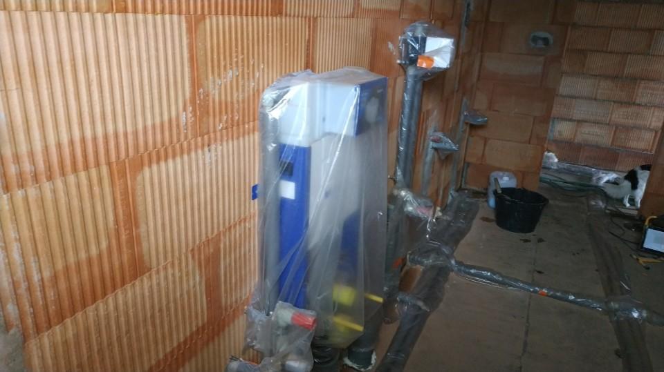 Stavba domu v pandemii - 10. strojní sádrové omítky