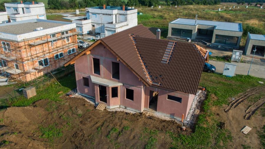 Montovaná hrubá stavba – ideální základ pro stavbu rodinného domu svépomocí