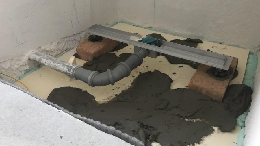 Betonování sprchového koutu a obklad - část 24.