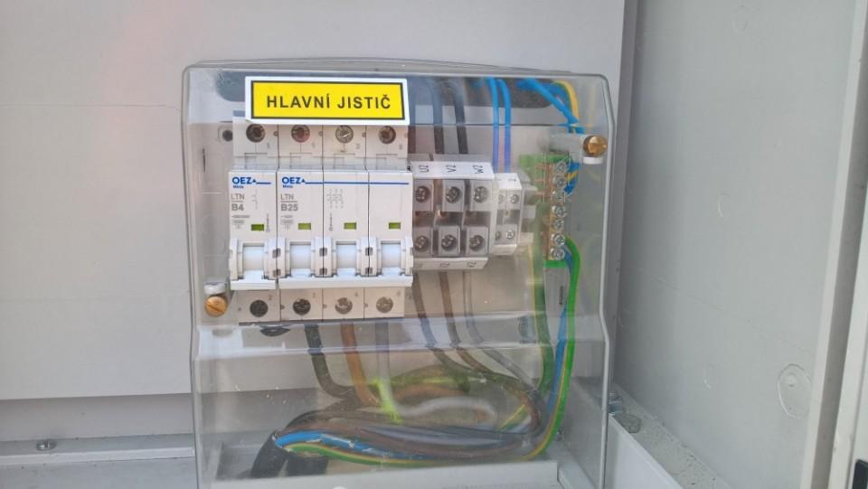 Přívod elektřiny - stavební rozvaděč a ČEZ
