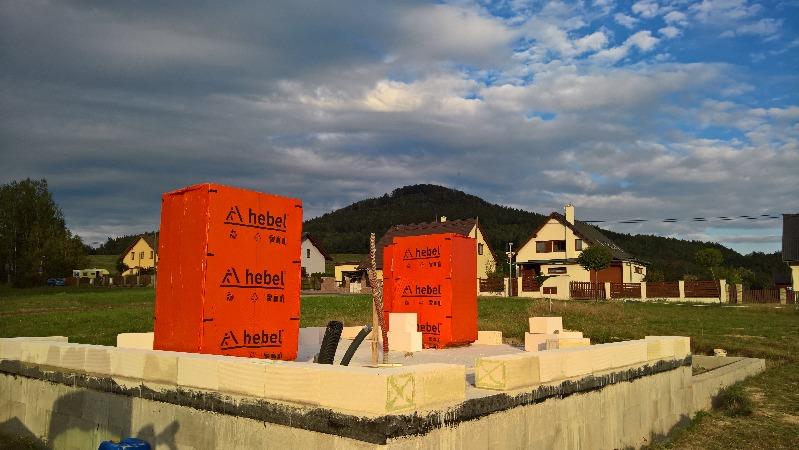 Garáž - zdění a příprava a betonáž věnce