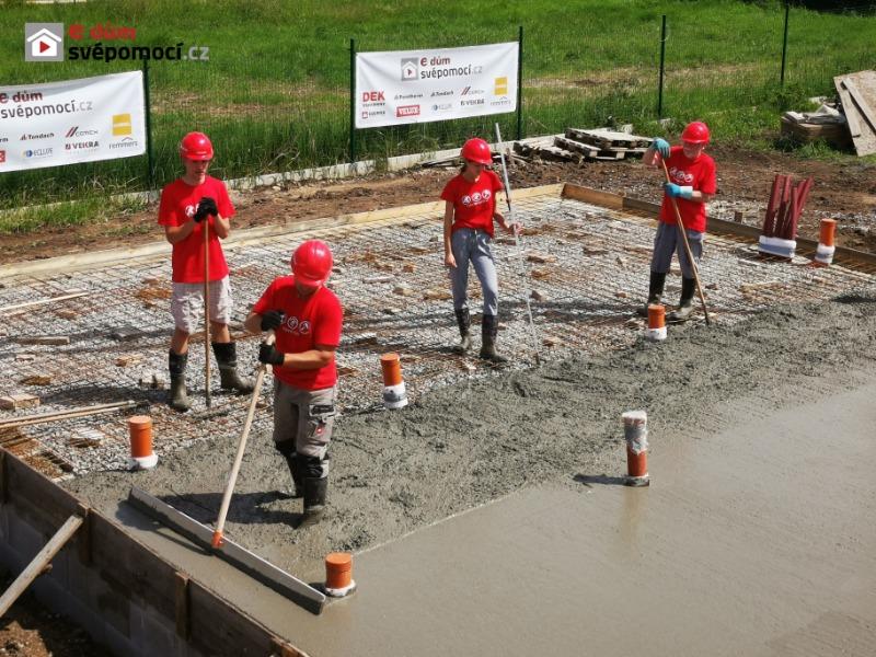 5. stavební týden – Zavážení, šalování a betonování desky