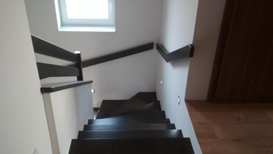 Obložení + osvětlení schodiště