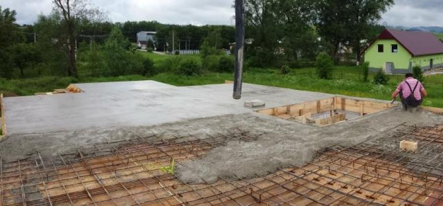 Salovanie a betonovanie deka + schody