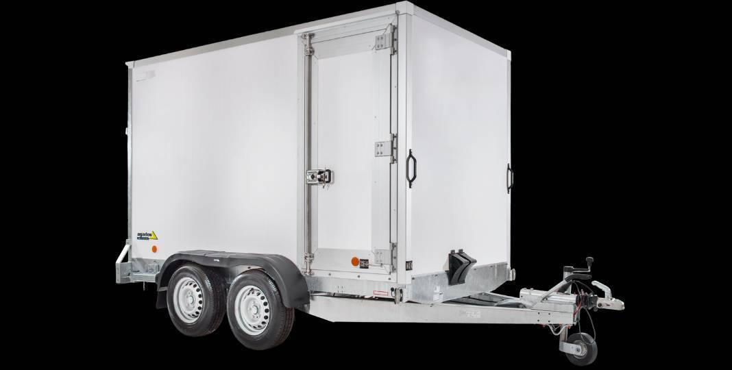 Výrobce přípojných vozidel AGADOS přichází snovou řadou skříňových přívěsů