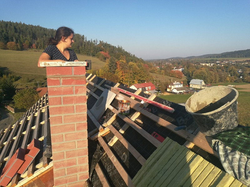 Sedlová střecha + komín
