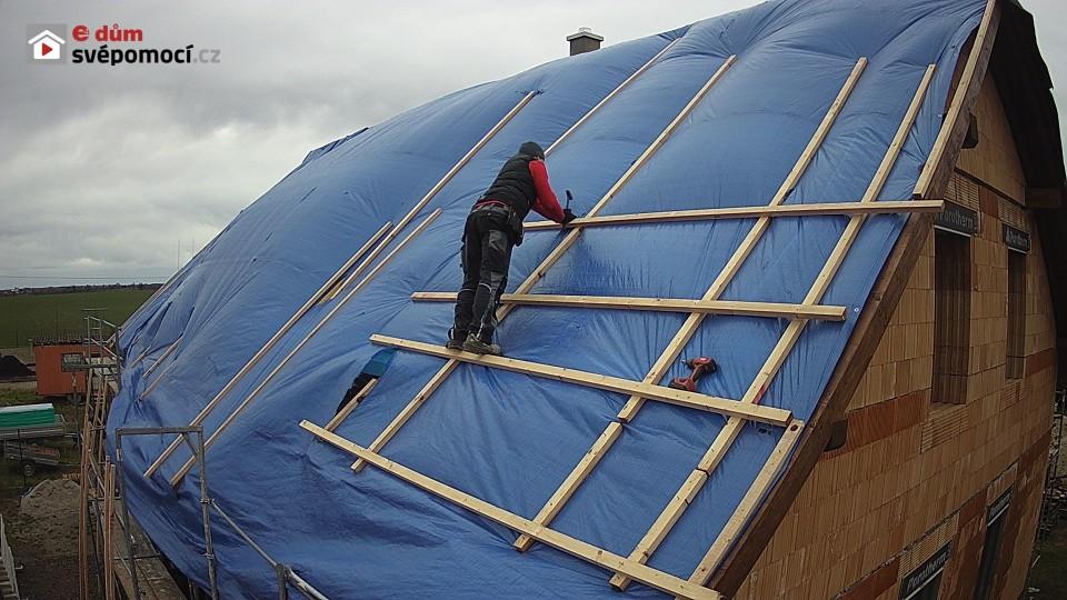 31. a 32. stavební týden – Vyrovnání ostění před montáží oken, oprava zaplachtování