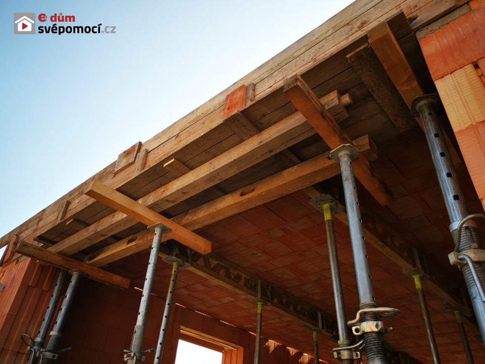 18. stavební týden – Usazování překladů, bednění, betonování stropu
