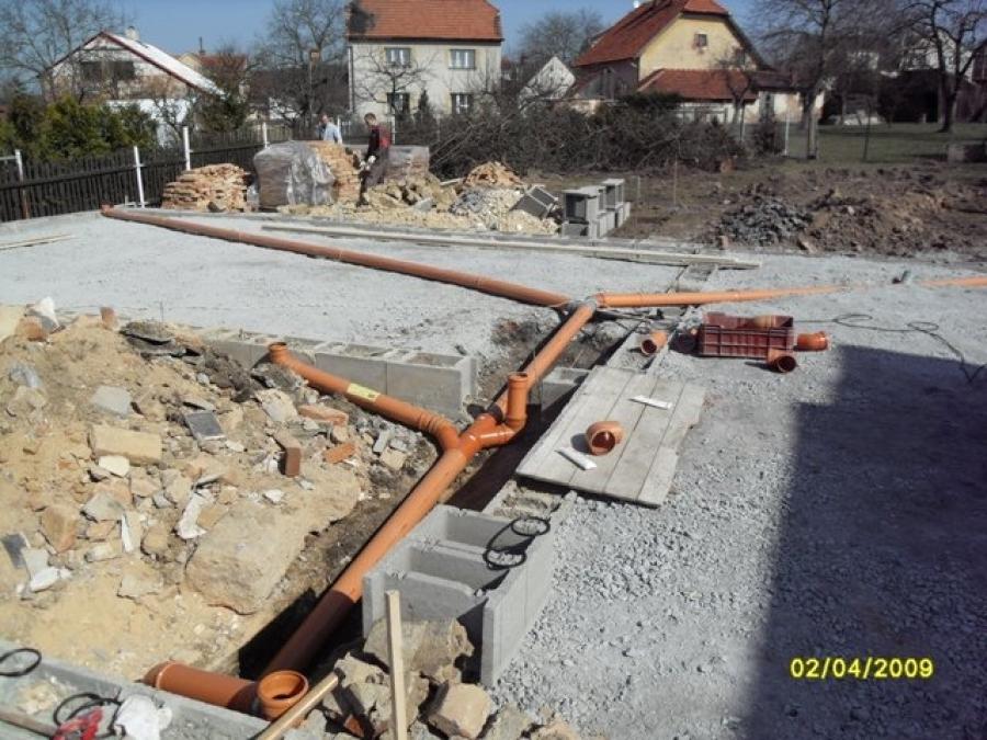 Příprava na desku a kanalizace