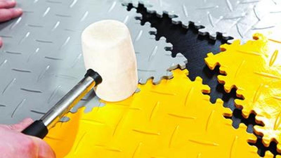 S dlaždicemi Fortelock zvládnete rekonstrukci podlahy v garáží během jednoho odpoledne!