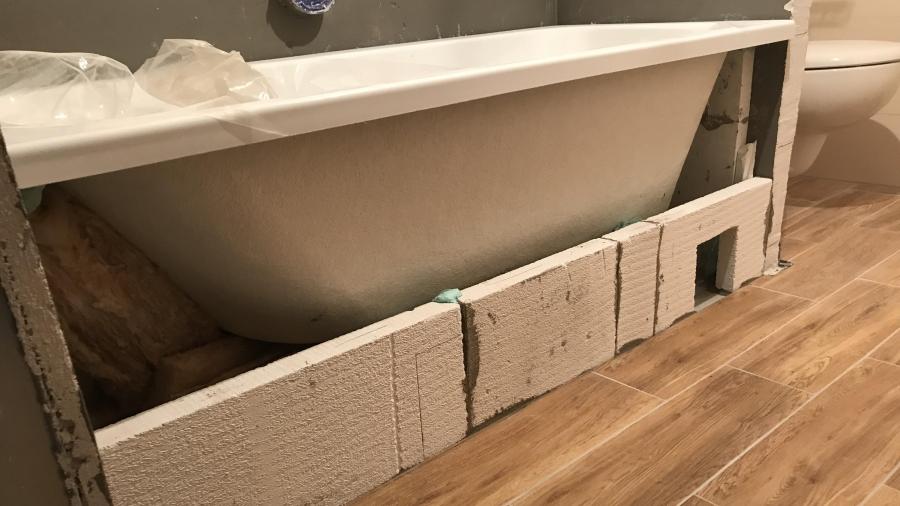 Koupelna a instalace a obezdívání vany - část 26.