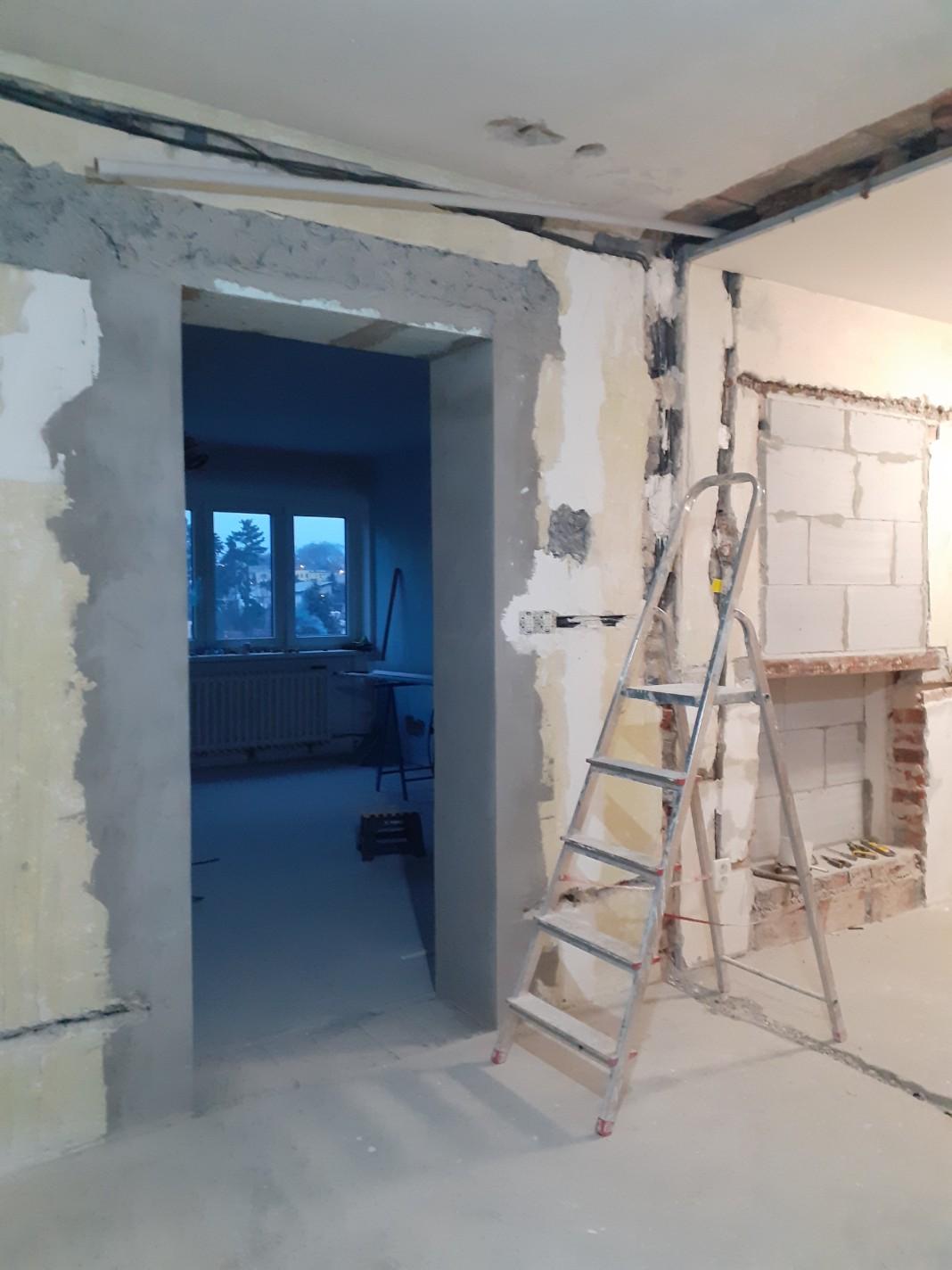 Spodní část niky - pohled z budoucí kuchyně