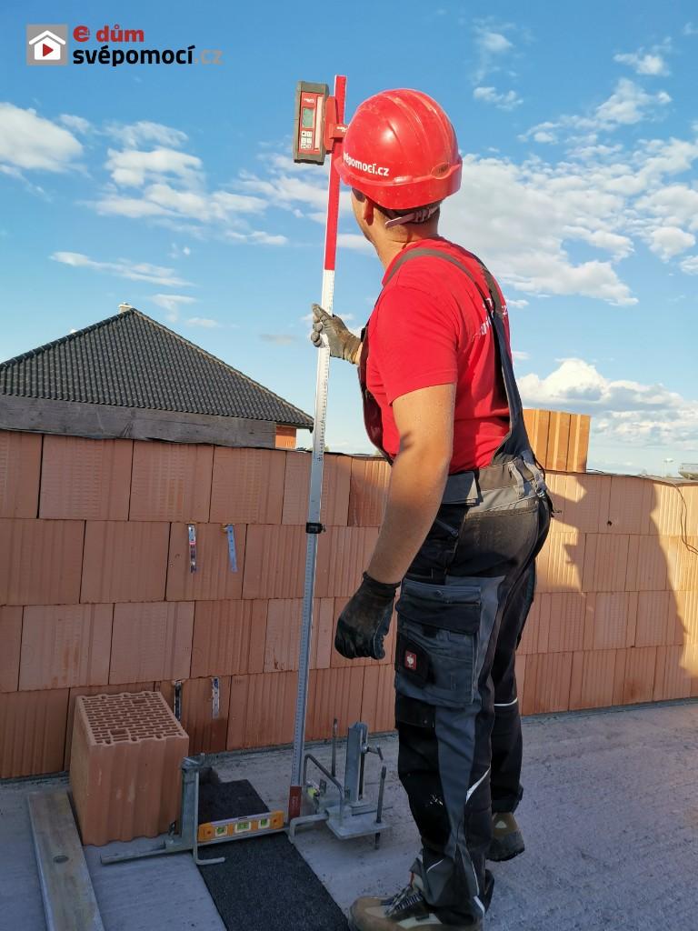 19. stavební týden – Zakládání a zdění obvodového zdiva ve 2. NP a zakládaní vnitřních nosných stěn