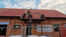 35. stavební týden – Oplechování štítů a komínu, pokládka střešní krytiny