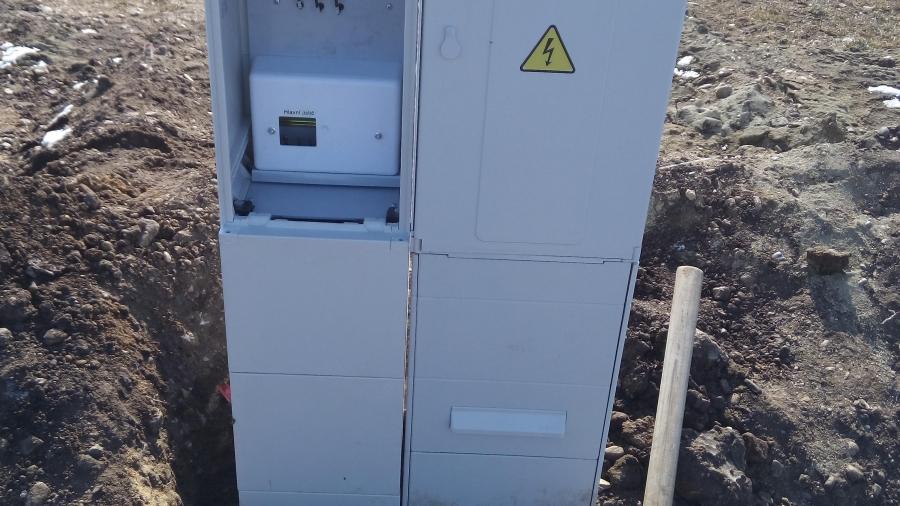 Přípojky - elektřina, splašková kanalizace, vodovod