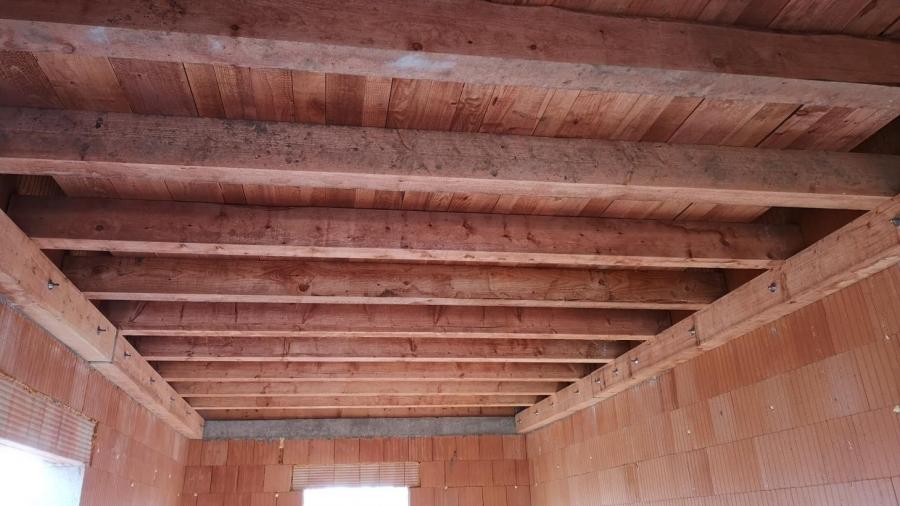 Trámový strop v garáži
