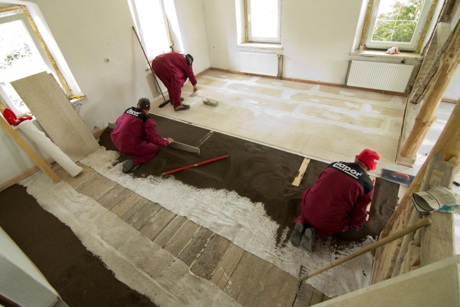 Provádění plovoucích podlah s podsypem z Liaporu pro novostavby i rekonstrukce