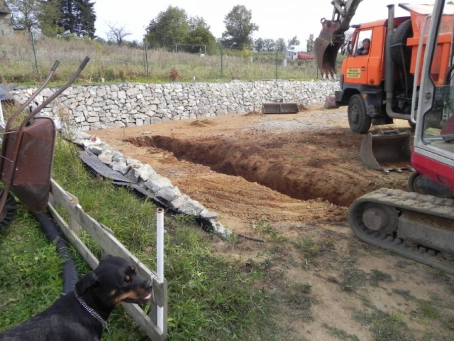 Bagrování základů a sklepa